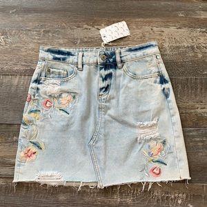 😊2/25 🔥New DEX cute jean skirt